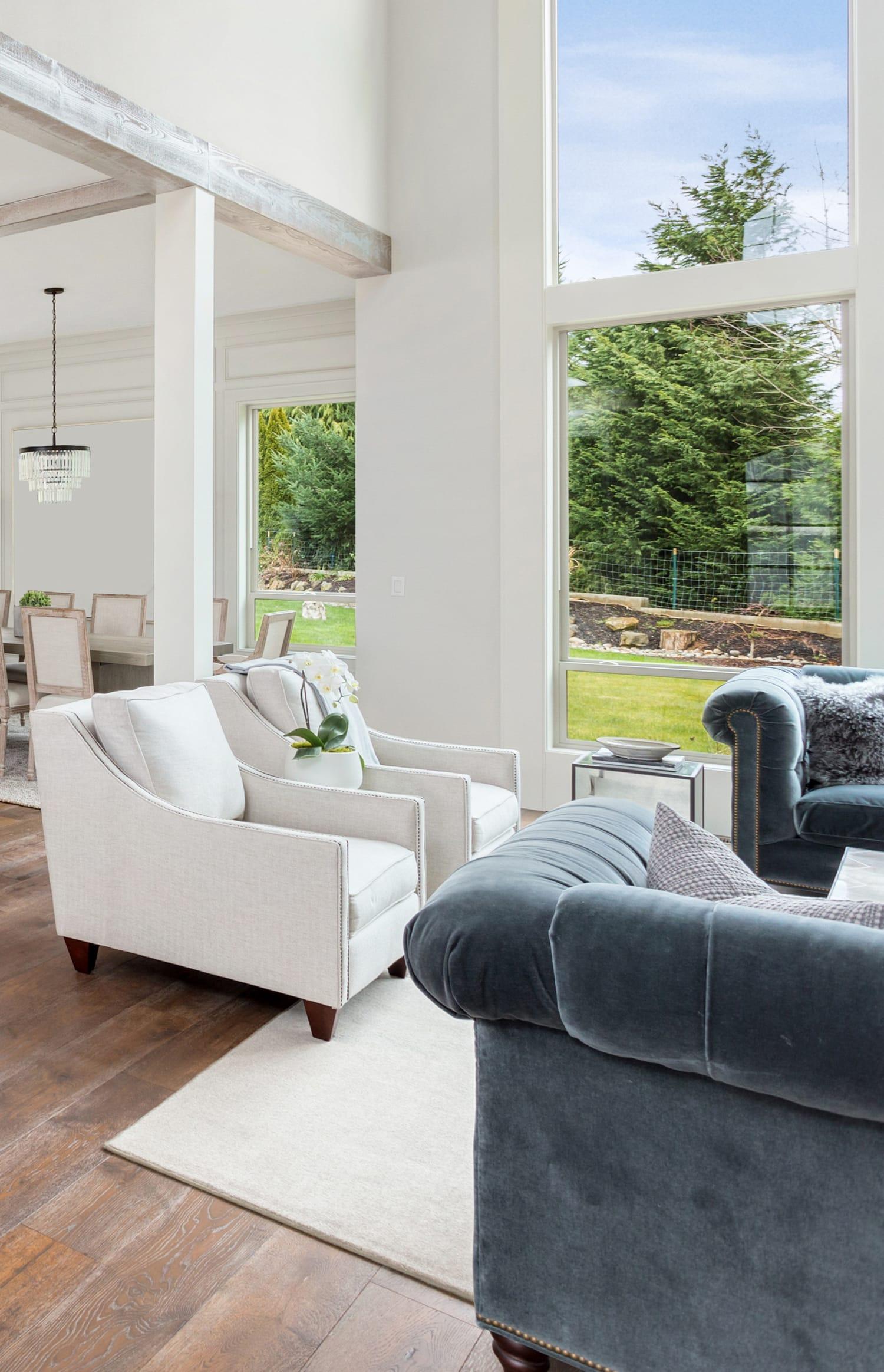 Wohnzimmer mit Gartenblick - ein Job für den Immobilienmakler