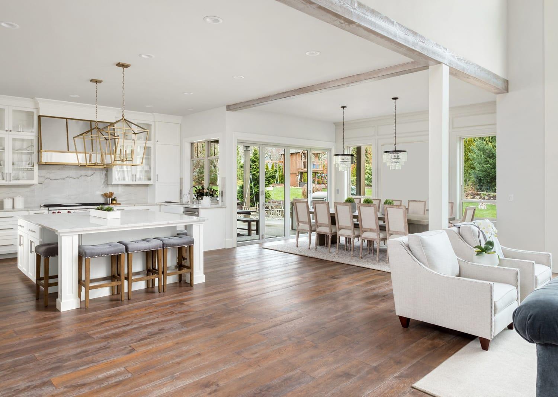 Schöner Innenraum als Beispiel für die Arbeit des Immobilienmarklers